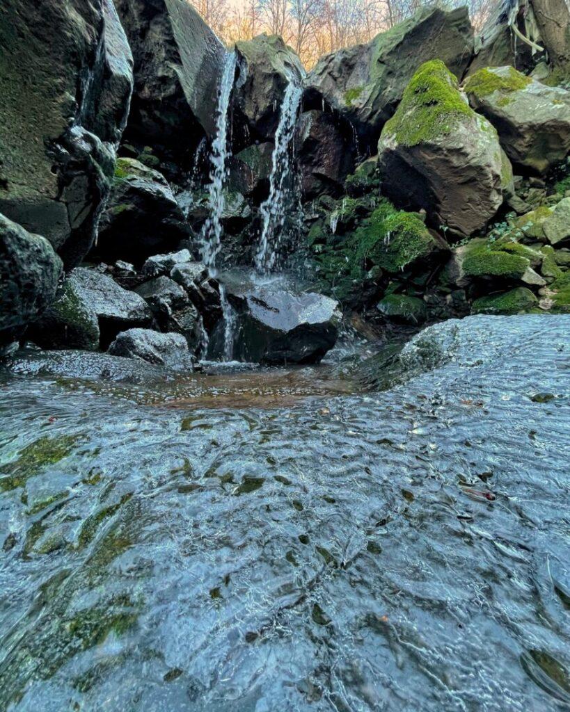Ghiaccio sulle rocce